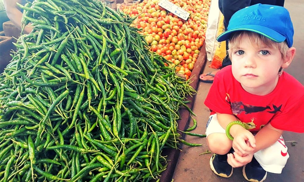 Exploring the fresh fruit and vegetables in Fose market in Colombo