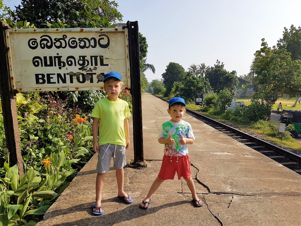 Waiting for our train to Unawatuna