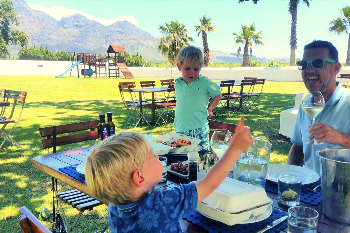Allee Bleu picnic