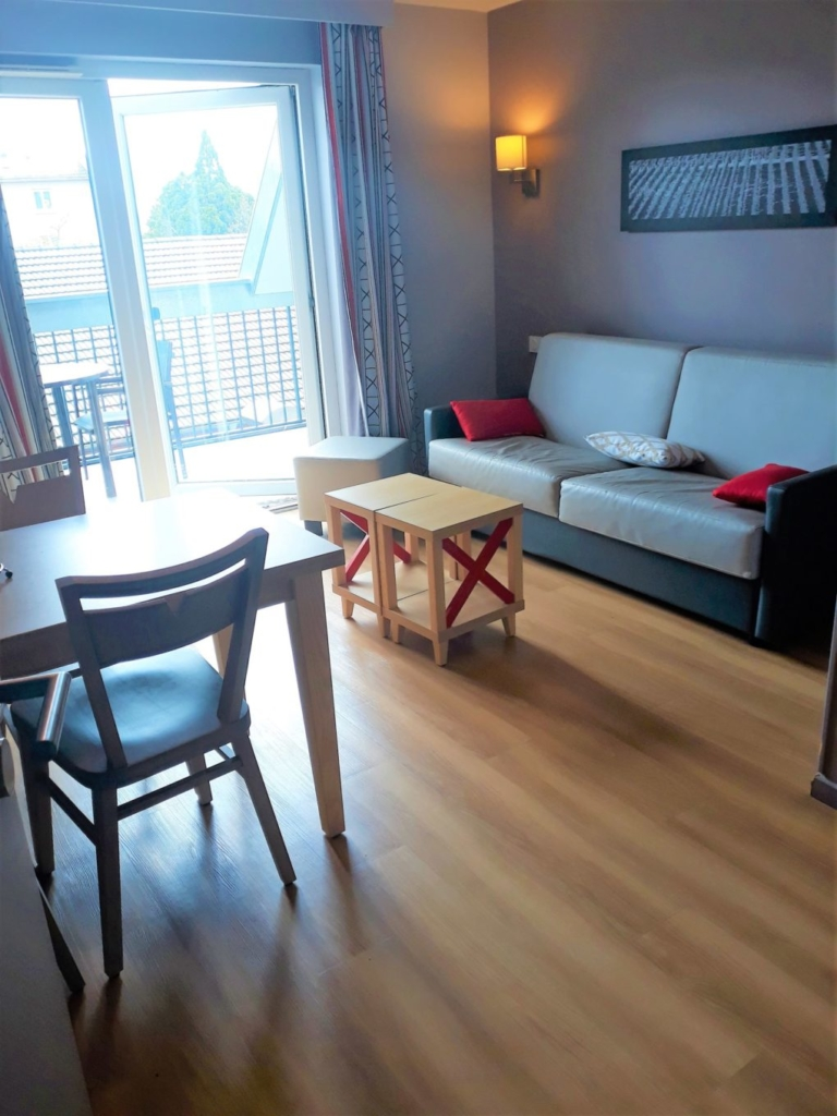 Lounge with large double sofa bed in the Pierre et Vacances Colmar