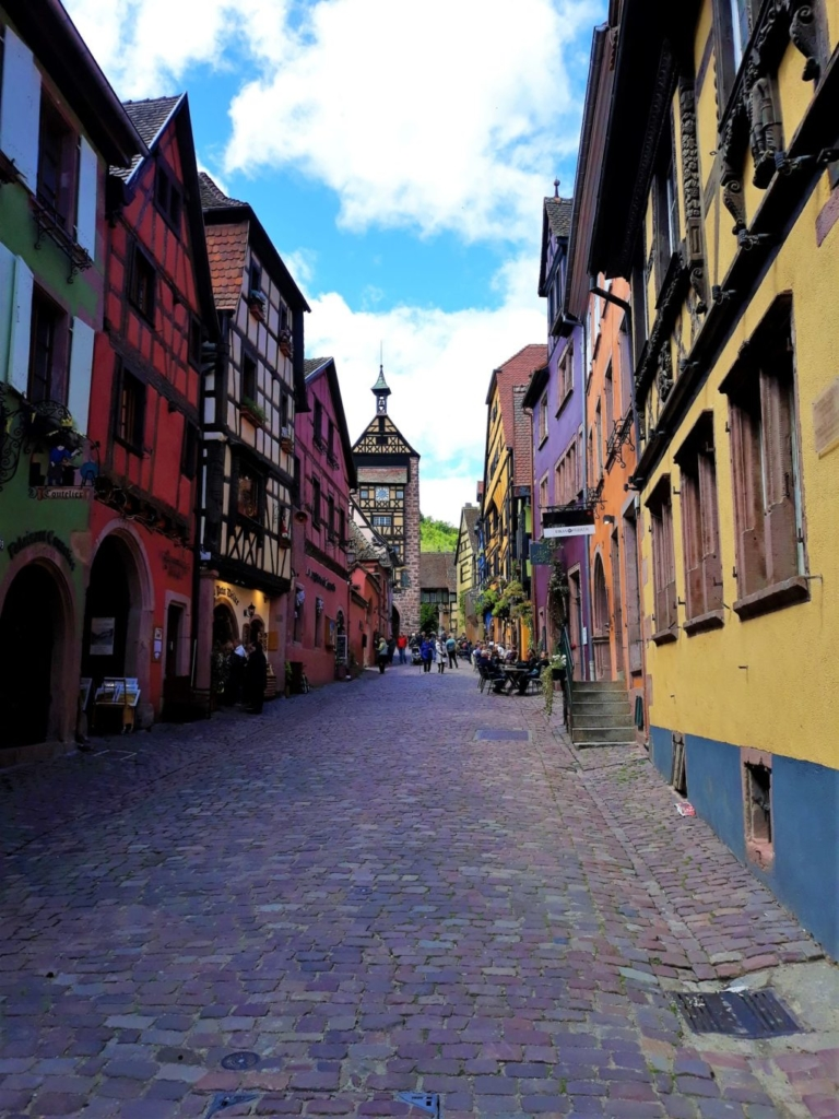 The beautifully colourful rue du General de Gaulle of Riquewihr