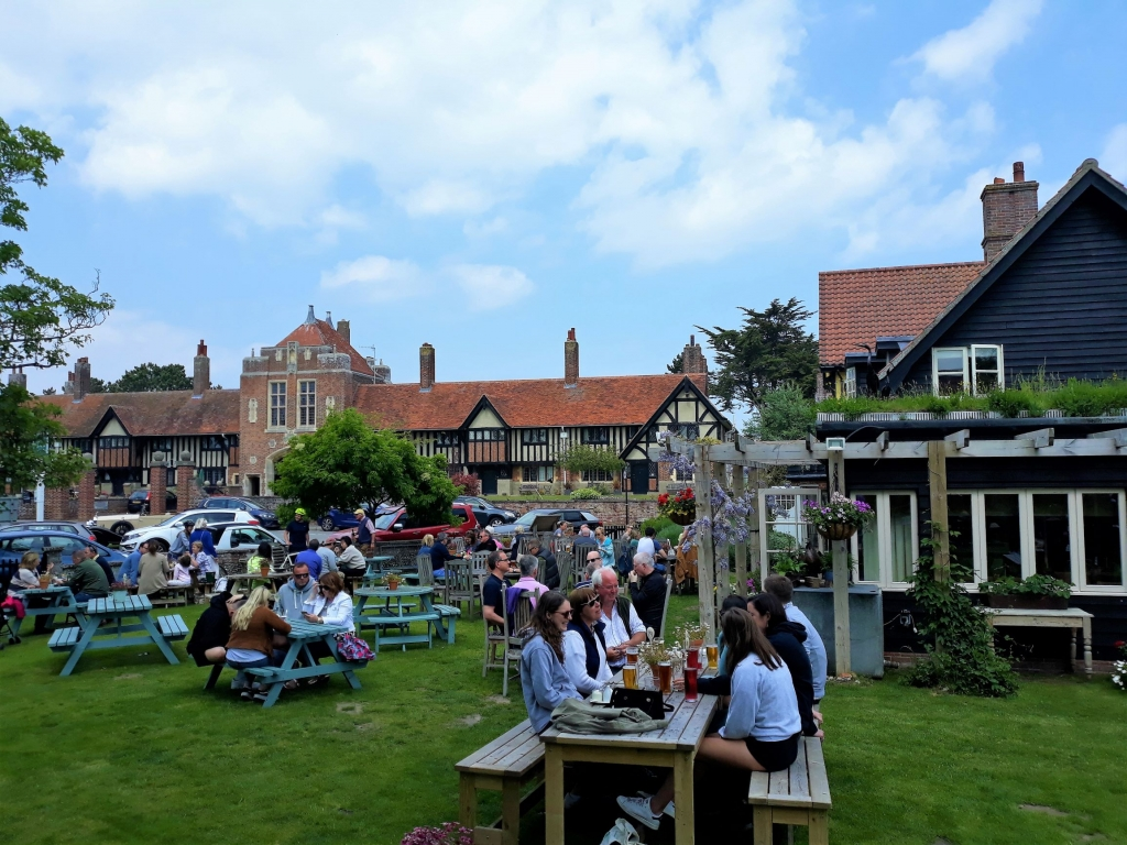 The beer garden with a view at the Dolphin Inn in Thorpeness