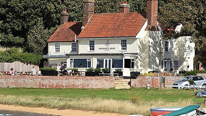 Riverside dining at the Ramsholt Arms in Ramsholt
