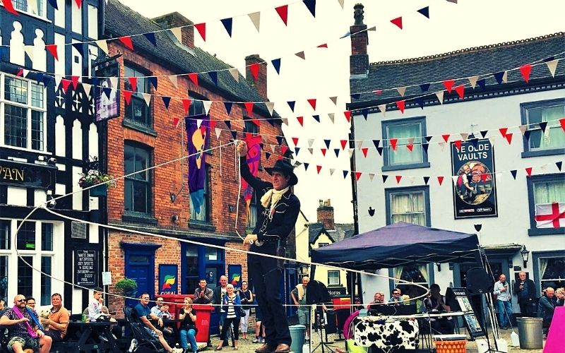 Street performers at the Ashbourne festival