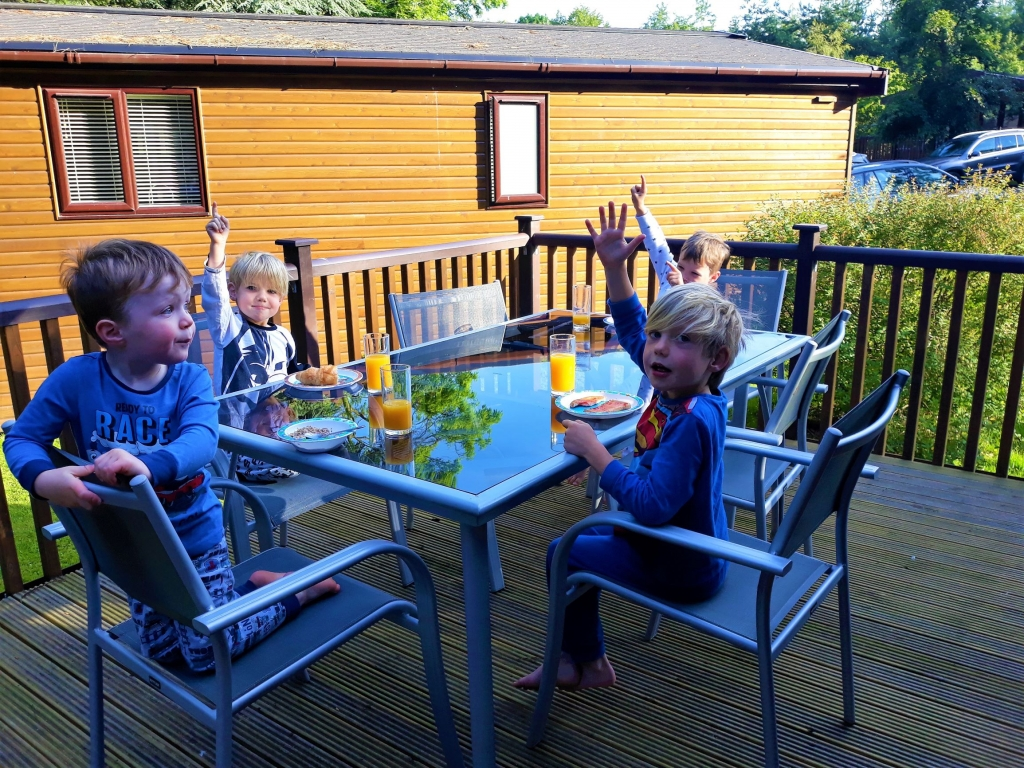 Early morning breakfast outside on the veranda of our Sandybrook Lodge