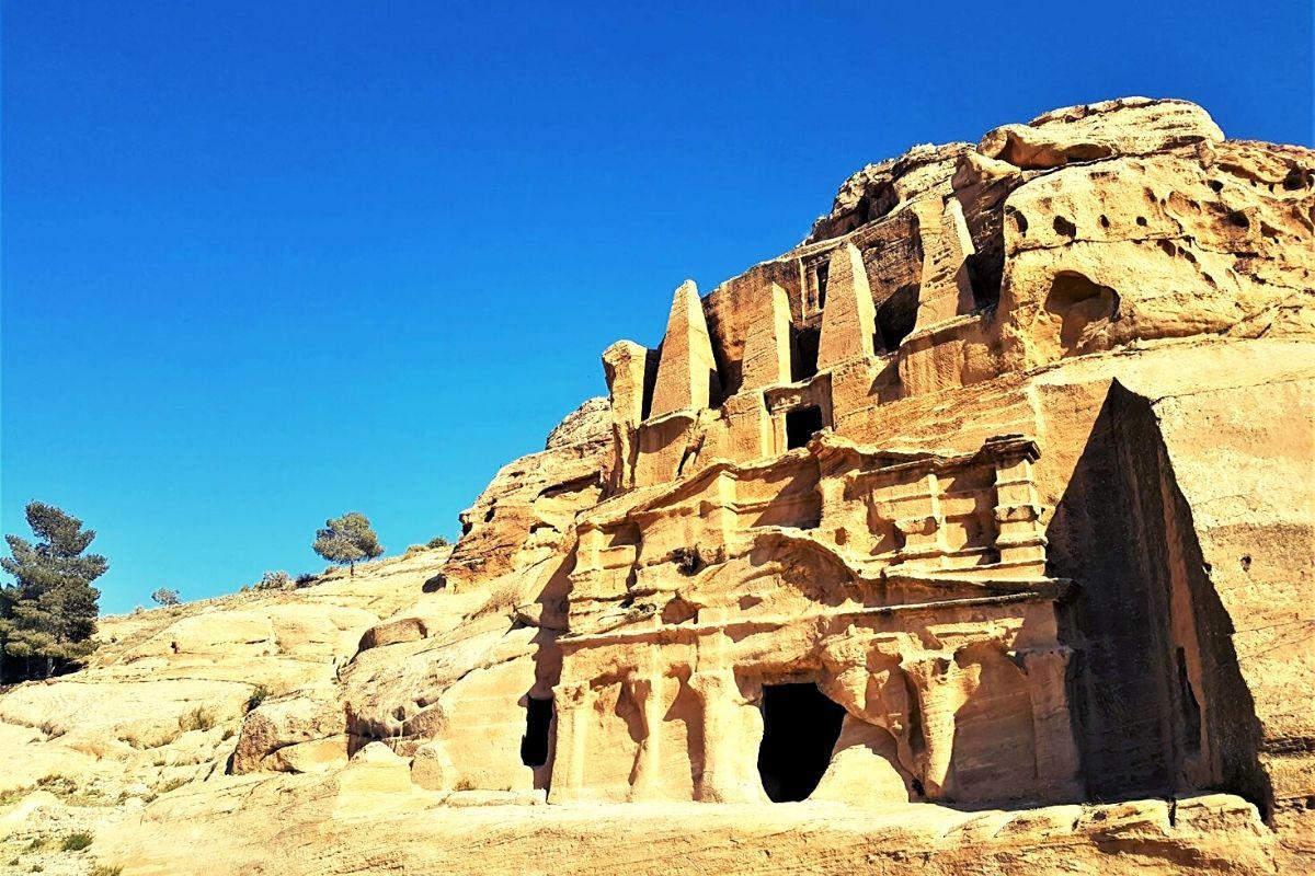 Bab al Siq on the way to Petra