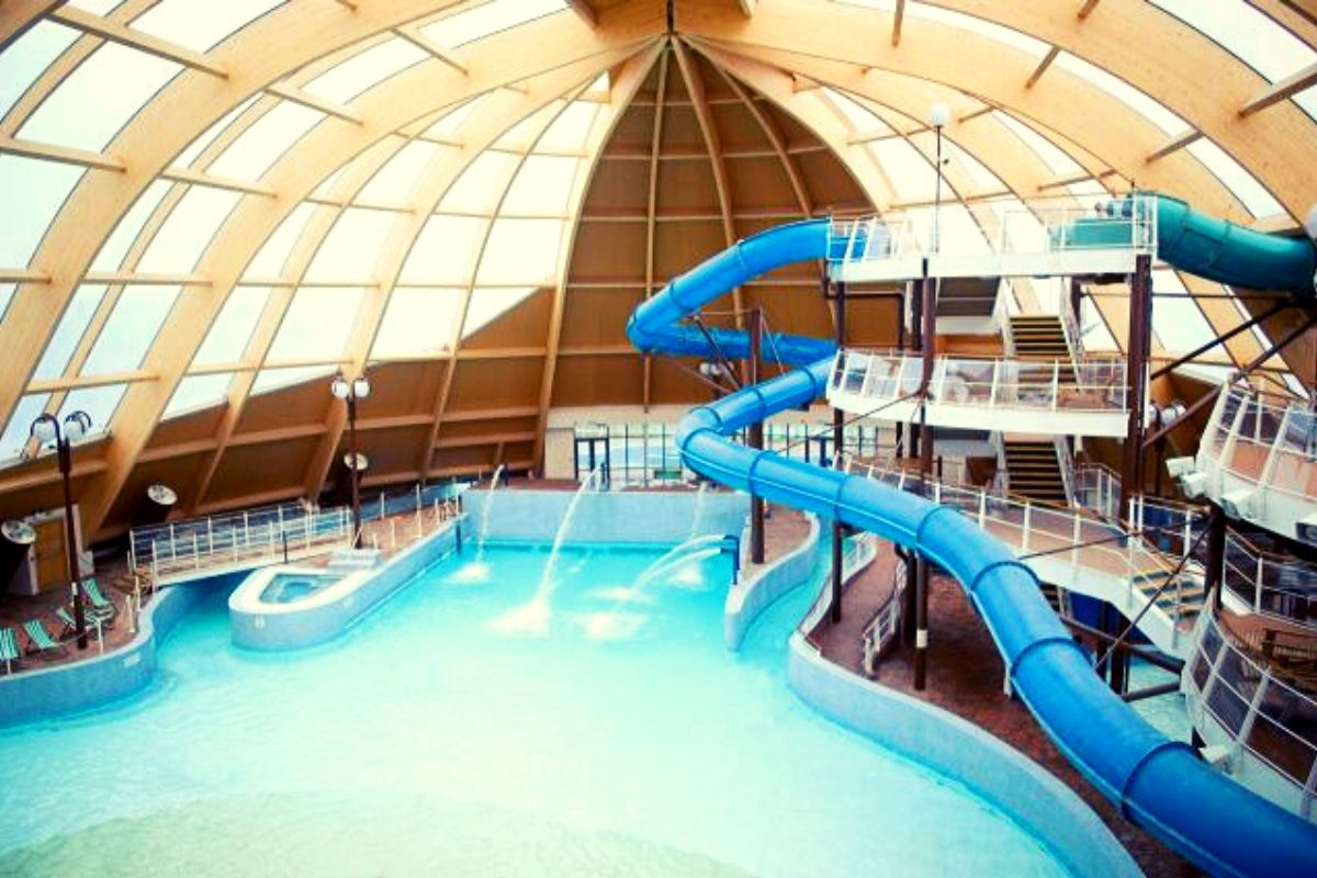 One of the UK's places like Center Parcs - Blue Lagoon Waterpark Bluestone