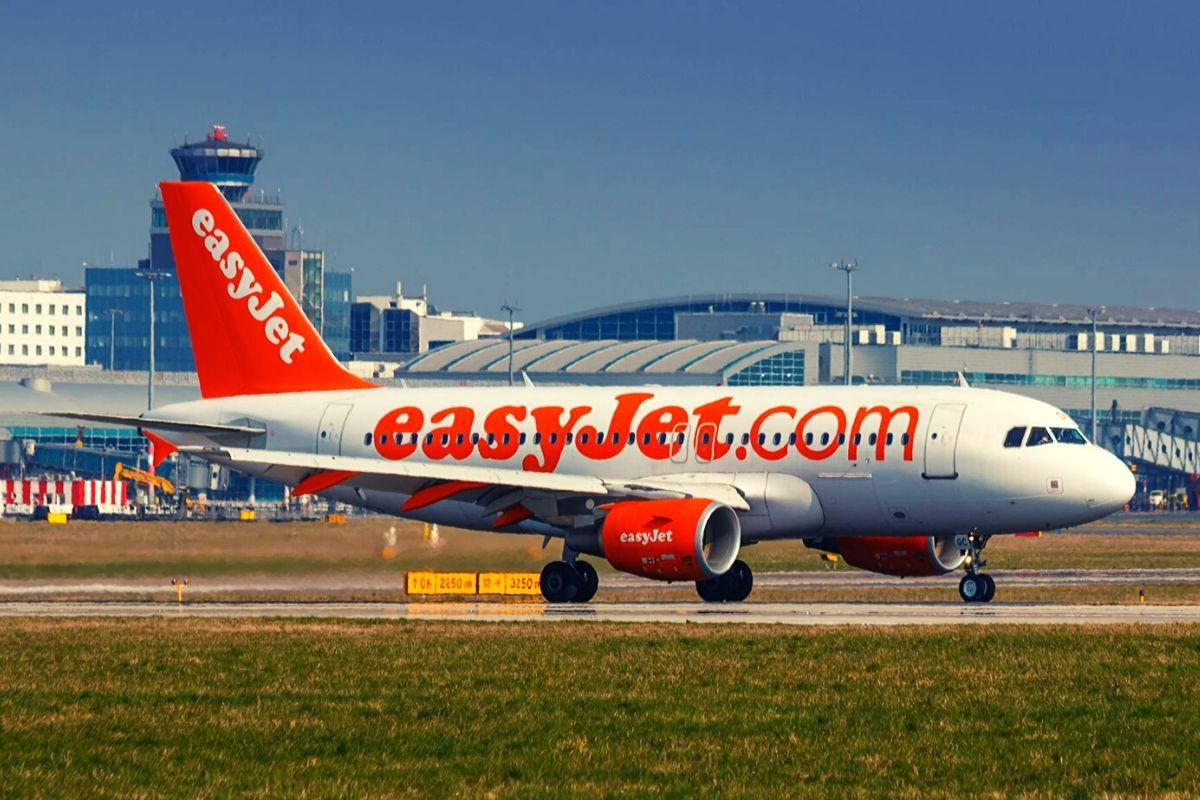 Easyjet plane at Luton Airport
