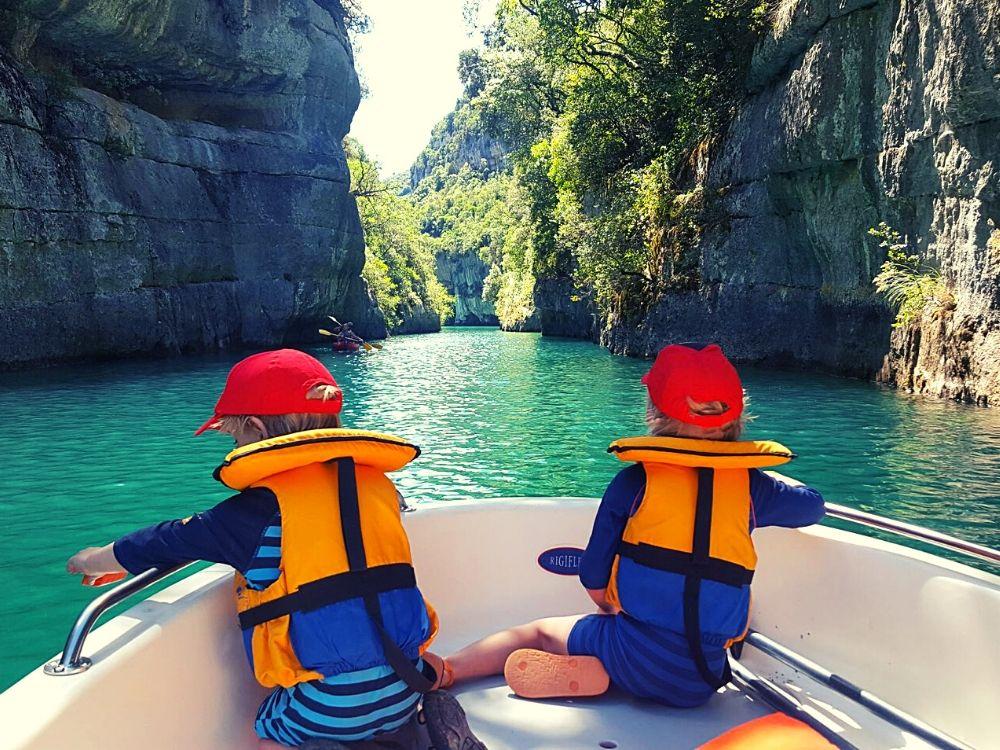 Exploring the Gorges du Verdon by electric boat