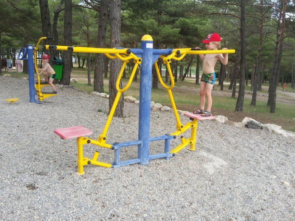 Outdoor fitness area at La Farigoulette