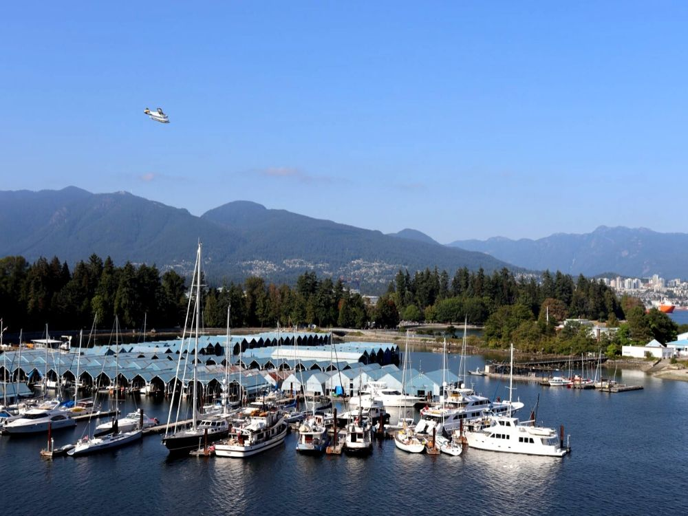 Seaplane landing in Vancouver (view from Westin Bayshore)