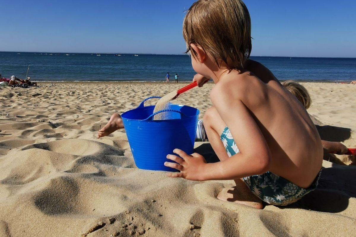 Gorilla tub at the beach