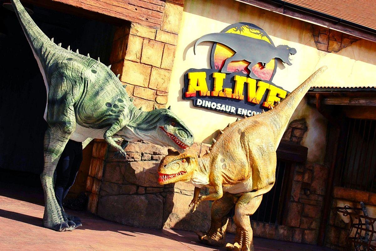 Alive Dinosaur Encounter at Paultons Park