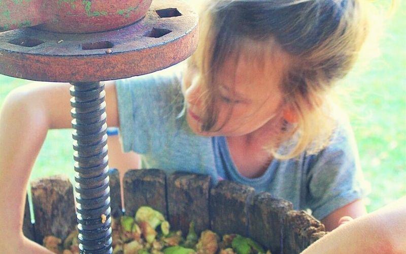 Making home made apple juice at Castel la Brévedent