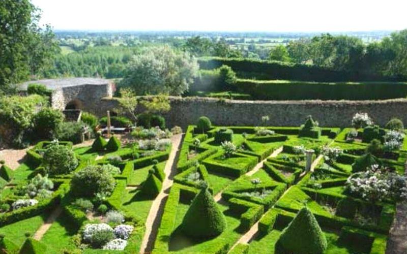 The gardens at Donjon de Ballon