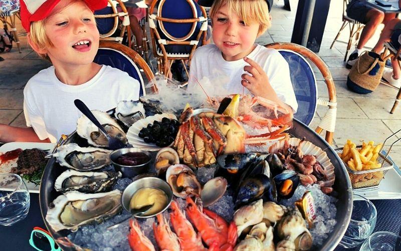 Trying seafood in La Flotte, Ile de Ré