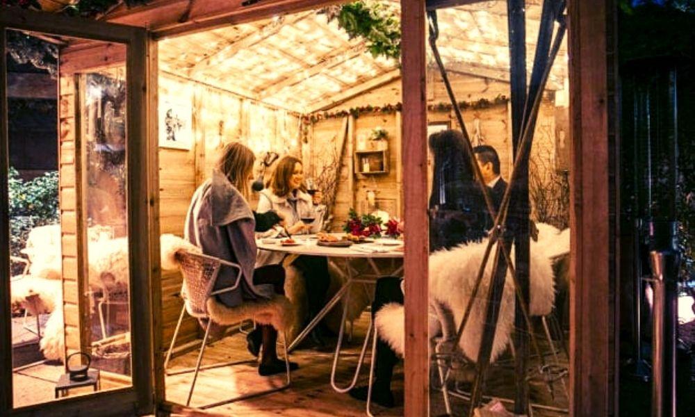Coq d'Argent chalet dining