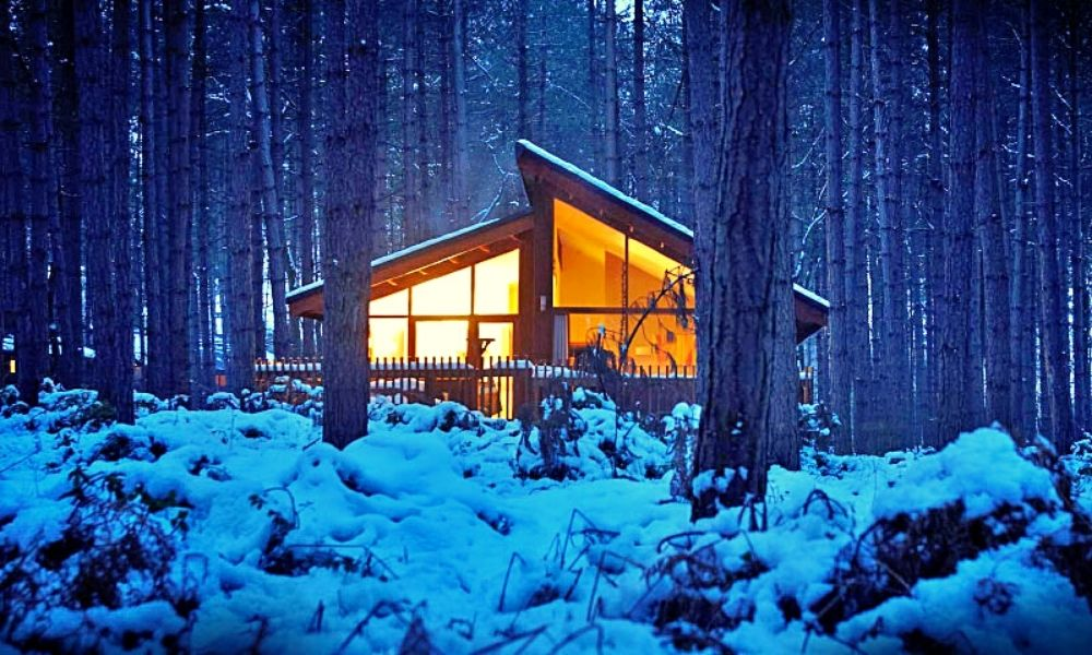 Forest Holidays log cabin in the snow