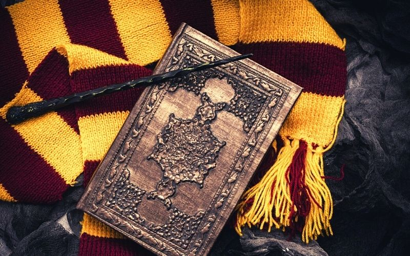 Harry Potter scarf and spell book