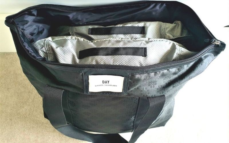 Changes of clothes in packing cubes in hand luggage