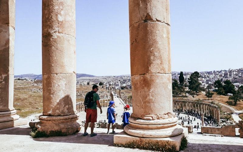 Visiting the Roman ruins at Jerash