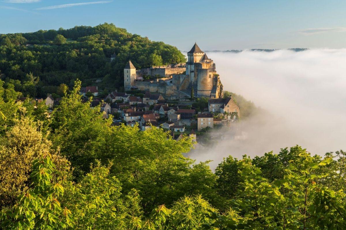 Château de Castelnaud in the morning mist.