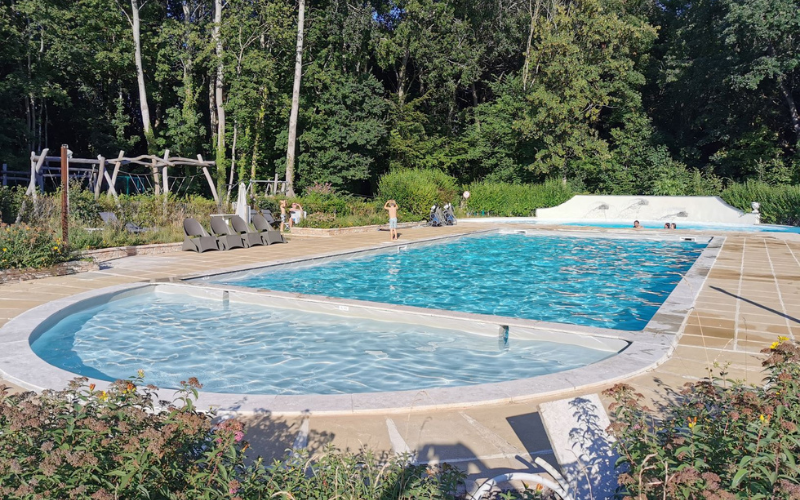 The swimming pool area at Château de Chanteloup.