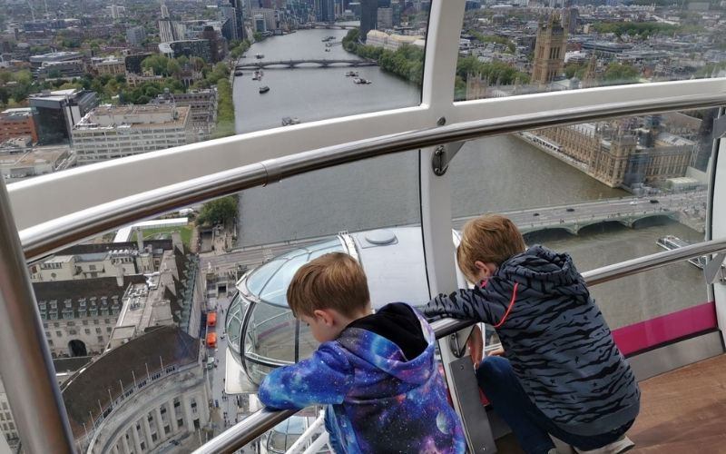 Kids looking down over London from the London Eye.