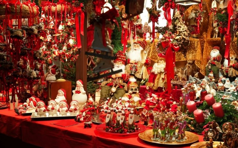 Gifts on a Christmas market stall.