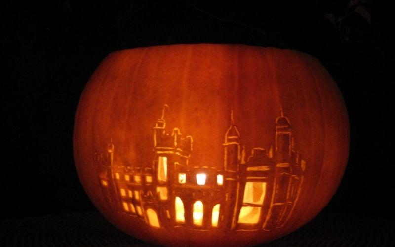 Knebworth House carved into a pumpkin.