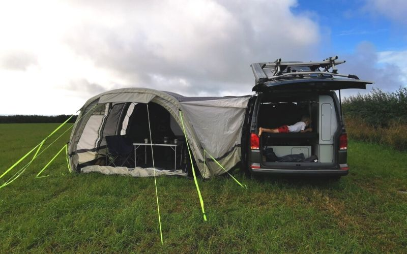 Olpro Cocoon Breeze attached to VW T6 Transporter.