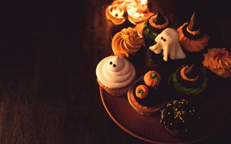 Halloween cupcakes on a plate.